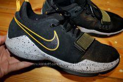 40 разм. Фирменные кроссовки Nike. Замша. Состояние новых
