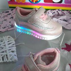Весенние кроссовки для девочки нарядные, светятся