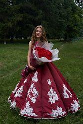 Платье нарядное выпусконе бордо с трубами