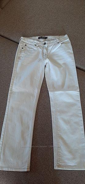 Джинсы белые 10 лет  длина 80 см пот 31 см шаг 61 см
