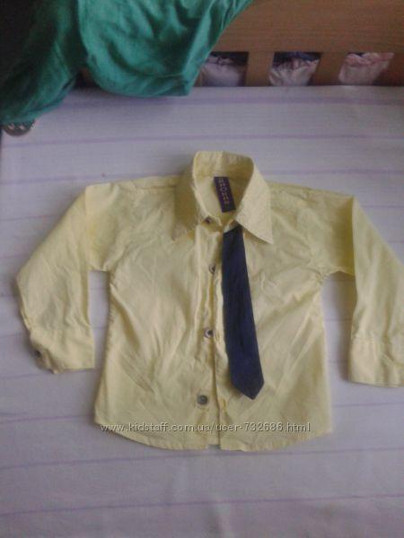 желтая крутая рубашка  с галстуком