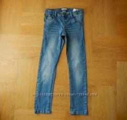 128 cм Name It скини джинсы стрейчевые. Длина 78 см, шаговый 58 см, пояс с
