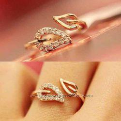 &nbspКрасивое кольцо Листик с камнями.