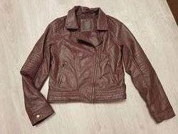 Крутая утепленная косуха на синтепоне демисезонная куртка 148-152 см