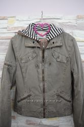 Куртка ветровка на лёгком утеплителе размер М
