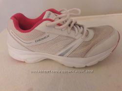 Кросівки для дівчинки в гарному стані