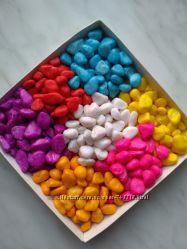 Камешки декоративные разного цвета