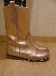 Шикарные золотые  сапоги р. 34- 35 ZARA