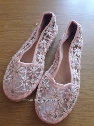 Очень и очень нарядные туфельки TU размер 10 наш 27-28р. Дефект