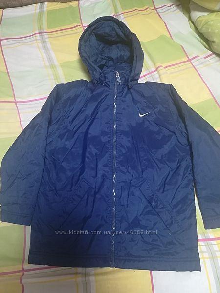 Продам демисезонную курточку Nike 128140