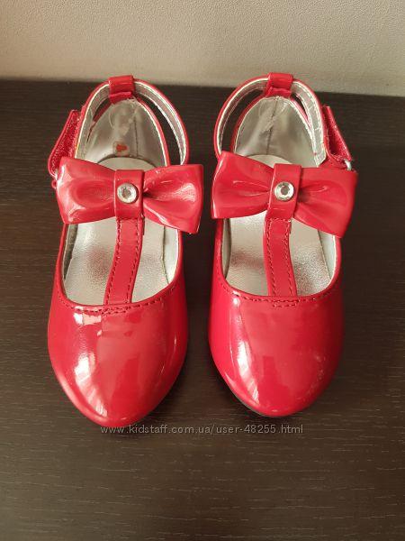 Нарядные новые туфельки Gymboree размер 6
