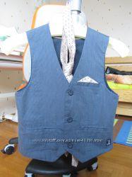 Комплект жилет, галстук HERE&THERE с сайта C&A р 134 в идеальном состоянии