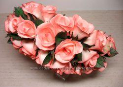 Ободочек веночек из коралловых роз.