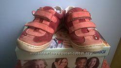 Кроссовки для девочки в хорошем состоянии