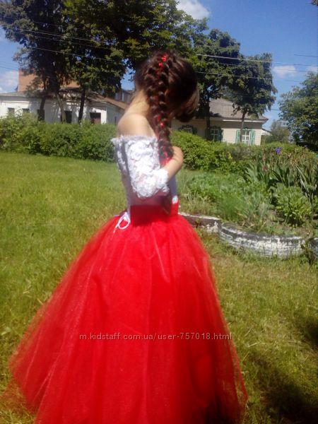 Выпускное платье 110-116 см  подюбник круги состояние идеальное