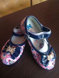 Очаровательные туфельки для малышек 22, 24 размер в наличии