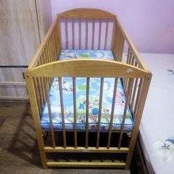 Деревянная кроватка, торг.