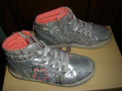 Серебристые ботиночки и фиолетовые сапожки     в идеале, 19 - 19, 5  см