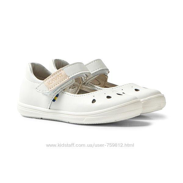 Kavat кожаные белые туфельки для девочки. Размер 25, стелька 16,1 см