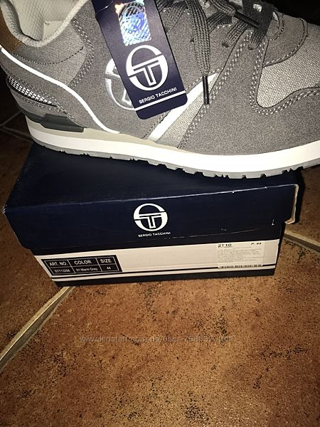 Продам крутые кроссовки Sergio Tacchini. 44 рр 29см