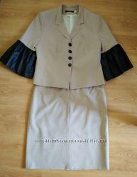 Бежевый элегантный костюм юбка жакет, состояние нового