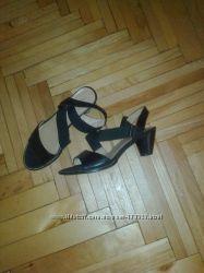Босоножки, взуття