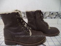стильные демисезонные ботинки Clarks 25р