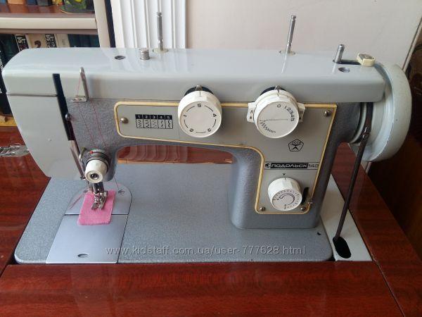 Швейная машинка Подольск-142 с тумбой ножная