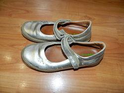 Золотистые туфельки для девочки. Натуральная кожа. Размер 32