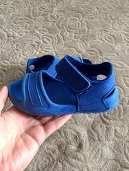 Босоножки шлепки сандали