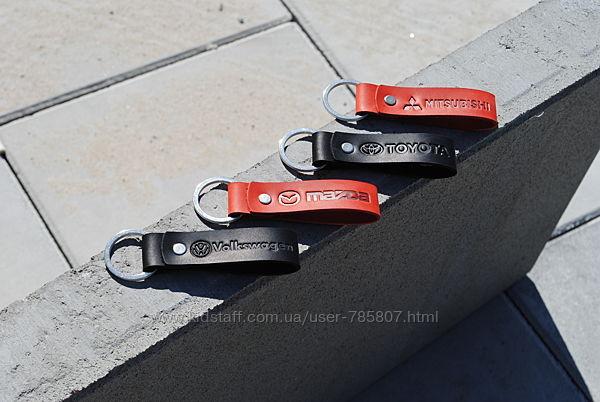Брелки с логотипом авто. Именной брелок. Кожаный брелок для ключей.