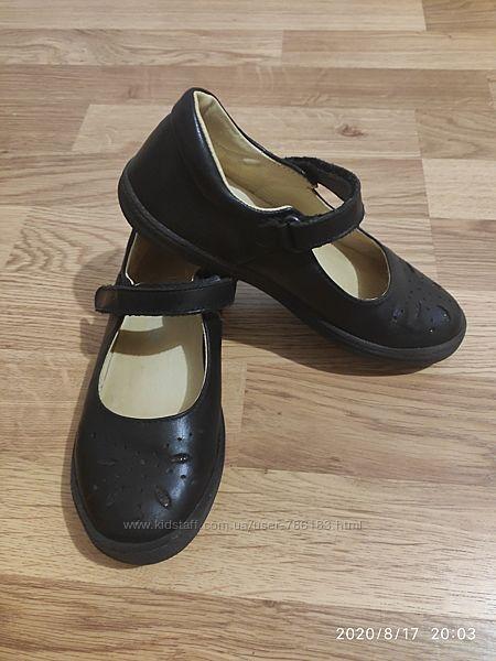 Срочно продам туфли школьные на девочку