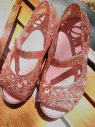 Босоножки Crocs блестящие