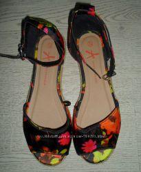 яркие босоножки, сандалии