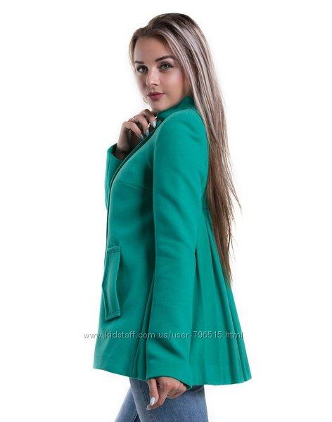 Очень красивое и оригинальное кашемировое пальто мятного цвета, размер М