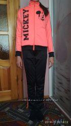 Фирменный спортивный костюм от Дисней на девочку рост 150 см. Испания.