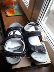 Босоножки - сандали KAMIK р. 34  22, 5 см на мальчика. Оригинал.
