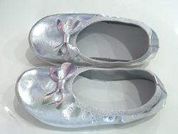 Чешки кожаные серебряные с бантиком для девочки