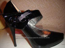 Красивенные кожаные лаковые туфли 37 размера
