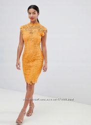 Кружевное платье-футляр с высокой горловиной и отделкой кроше Paper Dolls