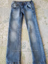 Стильный узенькие  джинсы на мальчика iDO 8 лет