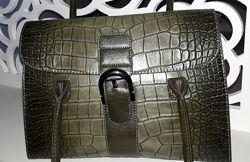 сумка хакки зеленая текстурная держит форму