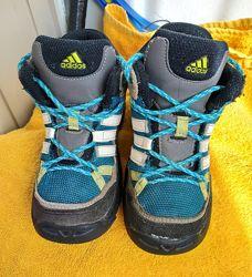 Продам термо ботинки для мальчика adidas