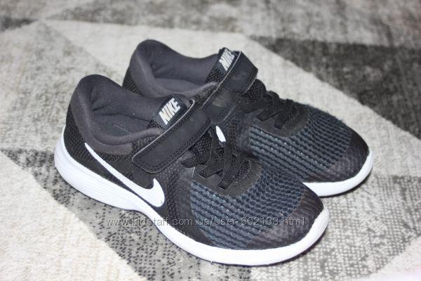 Беговые кроссовки Nike Revolution 4 Junior размер 12 на 30
