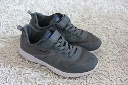 Легкие кроссовки на мальчика F&F размер 33