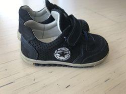 Продам ботиночки для мальчика