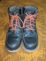 Демісезонні черевики в доброму стані