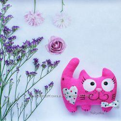 Интерьерная игрушка Кот глазастик розовый