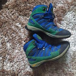Фирменные яркие ботинки