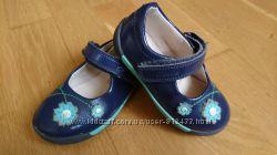 Лакові туфельки фірми Clarks